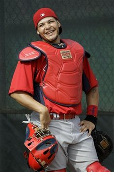 Look at Yadier Molina smile! St Louis Baseball, St Louis Cardinals Baseball, Stl Cardinals, Yadier Molina, Hockey, Baseball Players, Basketball, Cardinals Wallpaper, Better Baseball