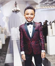 Home> Weddings & Events> Kids Formal Wear> Boy's Formal Wear> Product detail New Print Boy Tuxedos 2019 One Button Shawl Lapel custom Made Boy Wedding Suits Two Piece suits (Jacket+Pants+Tie) Boys Wedding Suits, Tuxedo Wedding, Wedding Attire, Wedding Dresses, Mermaid Bridesmaid Dresses, Costume Bordeaux, Boys Formal Wear, Custom Tuxedo, Boys Tuxedo