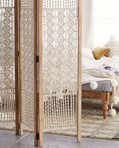 Macrame Projects Vintage Living: Modern Take On Macrame Love this as a room divider, maybe to separate the laundry room from the rest of the basement? The post Macrame Projects appeared first on Dome Decoration. Room, Interior, Diy Furniture, Handmade Home Decor, Macrame Wall Hanging, Home Decor, Home Deco, Diy Room Divider