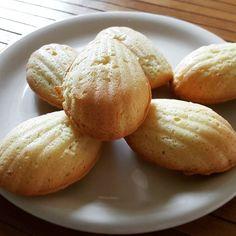 Magdalenki  Lubicie? Delikatne biszkopciki ze skórką cytrynową lub aromatem  A przepis banalny: 3 jajka 0.5 kostki masła 1 szklanka mąki 0.5 szklanki cukru skóra starta z cytryny lub aromat ;) #magdalenki #cookies #ciasta #food #deser #dessert #przepis #recipe #kakaludek #blog #polska #poland #poznań #poznan
