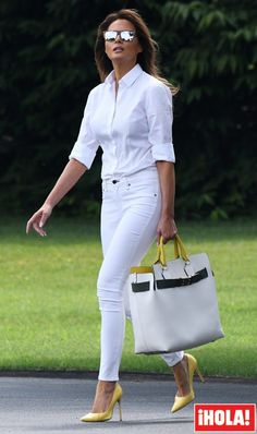 nice office outfits for ladies White Jeans Outfit, All White Outfit, White Outfits, Classy Outfits, Tucked In Shirt Outfit, White Pants, Stylish Outfits, Fall Outfits, Fashion Mode