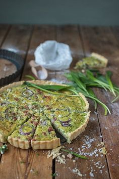 Wild garlic quiche: a feast for spring! ⋆ Crunchy room - Wild garlic quiche: a feast for spring! Mushroom Pizza Recipes, Mini Pizza Recipes, Burger Recipes, Sausage Pizza Recipe, Quiches, Homemade Burgers, Wild Garlic, Healthy Drinks, Brunch Recipes