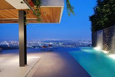 This modern designer house in the Hollywood Hills is the epitome of Hollywood's celebrity elite – it's contemporary, it's cool, and it's totally cutting Hollywood Hills Häuser, Beautiful Homes, Beautiful Places, Cool Pools, Stunning View, My Dream Home, Dream Homes, Luxury Real Estate, Outdoor Living