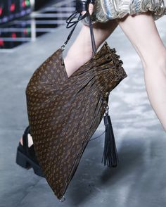 Vogue RunwayさんはInstagramを利用しています:「Fall may have only just begun, but we can't wait until spring so we can get our hands on the best accessories from #PFW, like this bag by @louisvuitton. See the rest of our picks by clicking the link in our bio.」