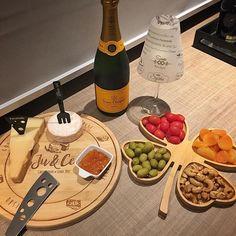 Ah todos os dias fossem sexta-feira. Bom final de semana !! #mundowine #winelovers #presentespersonalizados #tabuapersonalizada | SnapWidget