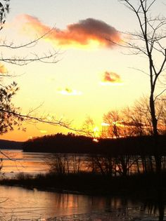Enjoy a winter sunset on Lake Wallenpaupack in the #PoconoMtns!