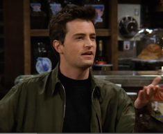 Chandler Friends, Joey Friends, Serie Friends, Monica And Chandler, Friends Cast, Friends Moments, Chandler Bing, Friends Tv Show, Matthew Perry Friends