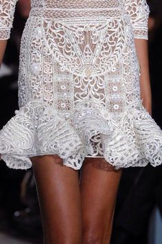 And once again, Zuhair Murad  proves that he is one of the gods of The ancient worlds