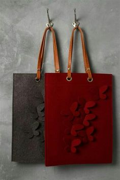 Felt Bag Models We have prepared magnificent models. Bags of felt m Felt Purse, Purse Patterns, Fabric Bags, Love Sewing, Cloth Bags, Handmade Bags, Felt Crafts, Leather Craft, Bag Making