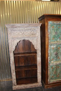 Antique arch Bookshelf, wooden Rustic Bookcase Indian handcarved Furniture Your Home Decor Idea. Antique bookcase that was salvaged from the Havelis of Rajasthan Rustic Bookcase, Antique Bookcase, Antique Armoire, Antique Doors, Antique Furniture, Antique Desk, Door Frame Molding, Crown Molding, Moldings