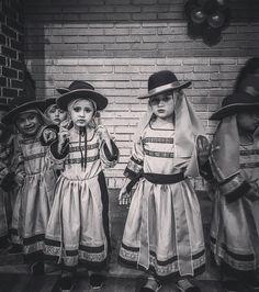 Little dancers... #MoronaSantiago #Ecuador #AllYouNeedIsEcuador #iPhone #street by patrickgog_bw