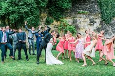 Funny wedding pictures and unusual wedding photos - Wedding Ideas Wedding Photography Poses, Wedding Poses, Wedding Ideas, Photography Ideas, Photo Humour, Funny Dresses, Best Wedding Colors, Bridesmaid Outfit, Jolie Photo