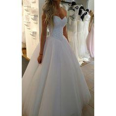 La Belle suknie idealnie dopasowane La Belle 2017#labelle #lace #swarovskicrystals #dress #weddingdress #wedding #bride #sukniaślubna #salonslubny #rzeszów #najpiekniejsza #pannamloda #slubne #design #handmade #white #bestdress #gown #bridal #bridalgown #handmade #cristal  #ślub #ślubna #suknia #myday #white#newcollection#rzeszów#madeinpoland #designerdress