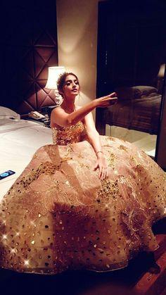 Sonam Kapoor at iifa Sonam Kapoor Lehenga, Sabyasachi Gown, Kareena Kapoor, Designer Gowns, Indian Designer Wear, Designer Lehanga, Bollywood Fashion, Bollywood Actress, Bollywood Style
