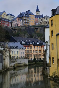Grund, Luxembourg City, Luxembourg: Area known as Grund that lies beneath the chemin de la Corniche - it has a number of antique houses in the river valley below Luxembourg's old town.