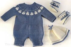 Puppen stricken strickanleitung - Hübscher Puppenanzug mit einem niedlichen Schneemann-Muster