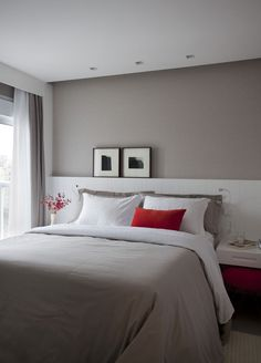 These bedroom paint ideas can make the most of your resting nest. Available interior designs are complemented with suitable colors to create more comfort. Home Bedroom, Master Bedroom, Bedroom Decor, Coastal Bedrooms, Modern Bedrooms, Bedroom Paint Colors, Suites, Beautiful Bedrooms, Home Remodeling