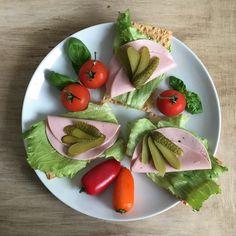 Lowcarb-Fillinchen mit Schinken-Fleischwurst von vielLeicht (2,5% Fett) und viel Gemüse ☕️ Habt einen schönen Sonntag 💕