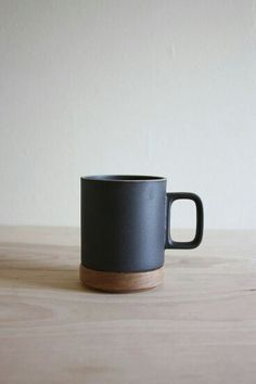 Porcelain and wood hasami mug. Jesus this is my wet dream of mugs Ceramic Pottery, Ceramic Art, Ceramic Tableware, Ceramic Mugs, Coffee Shop, Coffee Cups, Coffee Lovers, Mug Diy, Tassen Design