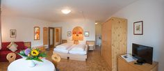 Herzlich Willkommen allen neuen Gästen im #Appartementhaus #Tirolerhaus und im #Hotel #Bernhard in #Walchsee! Wir wünsche eine tolle Zeit und unvergessliche Stunden in #Tirol. Bed, Furniture, Home Decor, Welcome, Amazing, Homemade Home Decor, Stream Bed, Home Furnishings, Beds