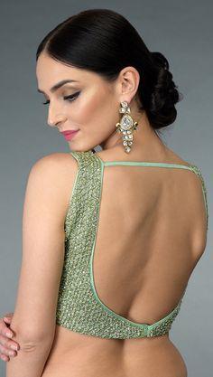 Black Blouse Designs, Blouse Back Neck Designs, Sari Blouse Designs, Designer Blouse Patterns, Saree Backless, Stylish Blouse Design, Saree Models, Indian Beauty Saree, Saree Blouse