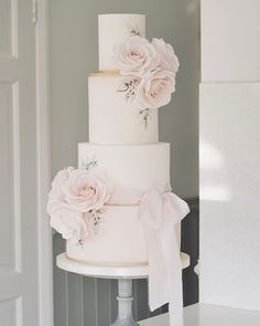 Congratulations to Louise & Dale ! Loved making their cake which had elements from their gorgeous stationery. Metallic Wedding Cakes, Blush Wedding Cakes, Small Wedding Cakes, Luxury Wedding Cake, Floral Wedding Cakes, Elegant Wedding Cakes, Elegant Cakes, Beautiful Wedding Cakes, Wedding Cake Designs