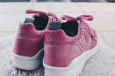 Pay attention to the details, they make the difference✨ Our pink sneakers with neoprene inside👌🏻 #pinksneakers #sneakersaddict #bcn #bcnbrand #style #urban
