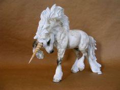 "Custom/Cm OOAK ""THE GUARDIAN"" FANTASY UNICORN STALLION by PZ14 Magical Creatures, Fantasy Creatures, Mythological Creatures, Toy Art, Beautiful Horses, Beautiful Unicorn, Bryer Horses, Unicorn Pictures, Dragons"