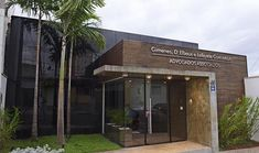 Escritório de Advocacia - Piracicaba #Luxuoso Medical Office Design, Office Pictures, Design Exterior, Hospital Design, Office Furniture Design, Clinic Design, Facade Architecture, Facade House, Modern Buildings