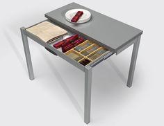 Mesa Delibro · Encimera de cristal negro brillo / Sillas Tavolina · Asiento laminado aluminio listado