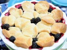 Emeril's Rustic Blackberry Cobbler Gma Recipes, Pastry Recipes, Cooking Recipes, Favorite Recipes, Great Desserts, Dessert Recipes, Yummy Treats, Sweet Treats, Blackberry Cobbler