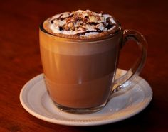 Υλικά  Για 8 ποτήρια:     800 ml γάλα  150 ml νερό  2 κουτ. γλυκού στιγμιαίου #καφέ, #μόκα  1 κουτ. γλυκού ζάχαρη, άχνη  Για το γαρνίρισμα:  σιρόπι σοκολάτας  Εκτέλεση   Βεβαιωνόμαστε ότι η κανάτα της Choco Latte έχει προσαρμοστεί σωστά στη βάση της και στη συνέχεια, συνδέουμε τη συσκευή με την παροχή ρεύματος. Ελέγχουμε ότι το βρυσάκι της συσκευής είναι κλειστό. Thai Iced Coffee, Drink Coffee, Candle Scent Oil, Jar Candle, Café Espresso, Toffee Nut, How To Order Coffee, Coffee Branding, Smoothie Drinks