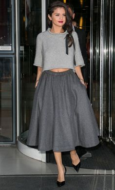 The sweetest, girliest outfit for fall: copy Selena Gomez's gray midi skirt, cropped gray sweater, and loose braid, tied with a black ribbon. Selena Gomez Fashion, Selena Gomez Style, Fashion Mode, Womens Fashion, Fashion Trends, Fashion Ideas, Celebrity Outfits, Celebrity Style, Vestidos Zara