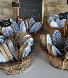 Fashion and Lifestyle Wedding Games, Wedding Tips, Dream Wedding, Personalized Wedding Favors, Wedding Favours, Espadrilles, Country Barn Weddings, Winter Wedding Decorations, My Perfect Wedding