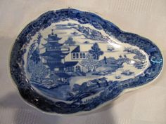 Vintage Blue Willow China Sauce Soup Ladel Rest Plate Dish