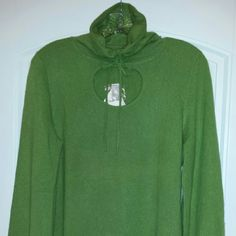 """Prive cashmere sweater Washable cashmere turtleneck , new with tags and never worn, adorable detail with drawstring neck and """"peep hole"""" opening in front. The color is in between a lime and Kelly green. Prive  Sweaters Cowl & Turtlenecks"""