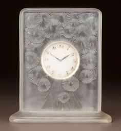 R. LALIQUE FROSTED GLASS MARGUERITES CLOCK Circa 1920. Molded R. LALIQUE