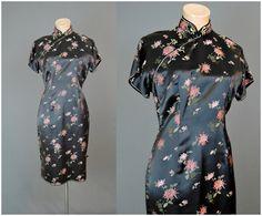 1960er Jahre Black Floral Satin-Kleid Oriental von dandelionvintage