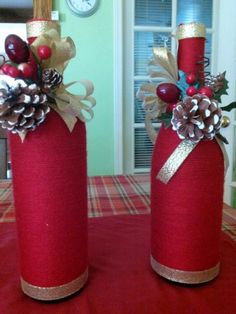 Glass Bottle Crafts, Wine Bottle Art, Painted Wine Bottles, Decorated Bottles, Diy Bottle, Christmas Centerpieces, Diy Christmas Ornaments, Holiday Crafts, Christmas Decorations