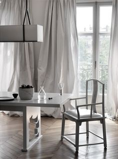 I love how the furniture is sculptural & the curtains look  like paper