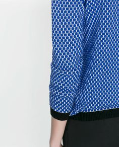 PULL MAILLE TRAVAILLÉE de Zara