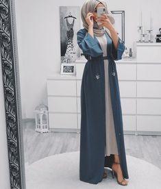10 Hijab Styles For Petite Girls Ideas Modern Hijab Fashion, Hijab Fashion Inspiration, Islamic Fashion, Abaya Fashion, Muslim Fashion, Mode Inspiration, Modest Fashion, Fashion Dresses, Fashion Fashion