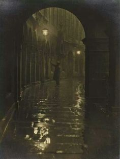 Lamplighter, Victoria Terrace 1928 © Edinburgh Council (Leerie-man with his spark box and glimmer pole) Victorian London, Victorian Era, Victorian Ladies, Vintage London, Victoria Terrace, Foto Gif, Arte Obscura, Fallen London, Old London