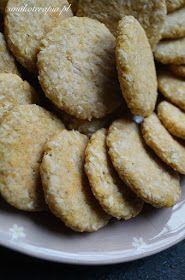 Ciasteczka:    500 g kaszy jaglanej PO ugotowaniu,  3 przejrzałe banany,  150 g wiórków kokosowych.