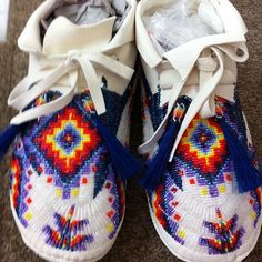 Check out these beauts Powwow Beadwork, Indian Beadwork, Native Beadwork, Native American Beadwork, Native American Crafts, Native American Fashion, Native American Indians, Beaded Moccasins, Baby Moccasins