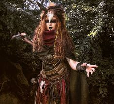 New picture from my voodoo priest! Voodoo Priestess Costume, Voodoo Costume, Voodoo Halloween, Halloween Circus, Scary Halloween Costumes, Halloween Cosplay, Halloween Make Up, Witch Doctor Costume, Masquerade Costumes
