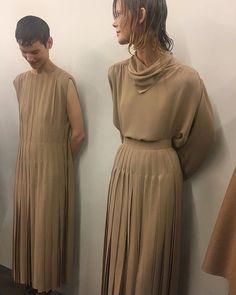 The Row Fall 2018 x Noguchi - DeSmitten Design Journal New York Fashion, Runway Fashion, Fashion Show, Womens Fashion, Fashion Design, Fashion Tips, Fashion Gone Rouge, Dress Me Up, Catwalk