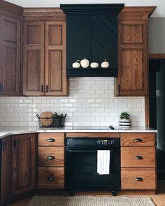 Farmhouse Kitchen Cabinets, Modern Farmhouse Kitchens, Black Kitchens, Farmhouse Interior, Kitchen Interior, Cool Kitchens, Wood Cabinets, Kitchen Wood, Kitchen Countertops