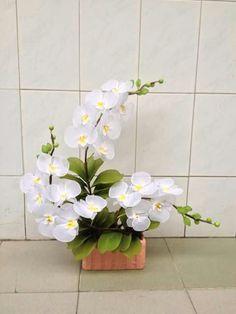 Tropical Flower Arrangements, Modern Floral Arrangements, Ikebana Flower Arrangement, Beautiful Flower Arrangements, Silk Flower Arrangements, Beautiful Flowers, Nylon Flowers, Silk Flowers, Orchid Centerpieces