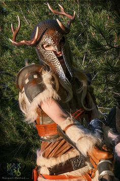 Female ancient Nord helmet and looks like banded iron armour Fantasy Costumes, Cosplay Costumes, Female Character Design, Character Art, Dragon Age, Fantasy Characters, Female Characters, Vikings, Viking Warrior
